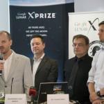 Andrew Barton, az XPRIZE Alapítvány elnöke (b) beszél a világ egyik legjelentősebb technológiai versenyének, a Google Lunar XPRIZE-nak a sajtótájékoztatóján a budapesti Design Terminálban 2014. június 3-án. Mellette Joel Carnes, az XPRIZE Alapítvány alelnöke (b2), Pacher Tibor, a Puli Space alapítója és csapatvezetője (j2) és Böszörményi-Nagy Gergely, a Design Terminál főigazgatója (j). MTI Fotó: Mohai Balázs
