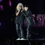 Kóbor János, az Omega énekese (b) és Klaus Meine, a német Scorpions együttes énekese a Szabadságkoncerten, a budapesti Hősök terén 2014. június 16-án, a Nagy Imre és mártírtársai 1989-es újratemetésének emléknapján, a rendszerváltoztatás 25. évfordulóján. A Scorpions és az Omega az ingyenes koncerten együtt lépett fel.MTI Fotó: Koszticsák Szilárd