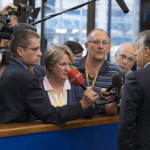 Brüsszel, 2014. június 27. A Miniszterelnöki Sajtóiroda által közreadott képen Orbán Viktor miniszterelnök újságíróknak nyilatkozik az EU-országok állam-, illetve kormányfőinek csúcstalálkozója után Brüsszelben 2014. június 27-én. MTI Fotó: Miniszterelnöki Sajtóiroda/Burger Barna