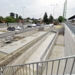 A felújítás alatt lévő váci vasútállomás egyik parkolója 2014. június 24-én. Folyamatosan adja át a kivitelező a váci vasútállomás egy éve tartó felújítása során eddig elkészült munkarészeket, júliustól újra a vasútállomás épületében, de már az új pénztáraknál lehet jegyet váltani. A teljes rekonstrukció egy év múlva készül el. MTI Fotó: Máthé Zoltán