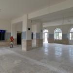 Pénztárcsarnok a felújítás alatt lévő váci vasútállomáson 2014. június 24-én. Folyamatosan adja át a kivitelező a váci vasútállomás egy éve tartó felújítása során eddig elkészült munkarészeket, júliustól újra a vasútállomás épületében, de már az új pénztáraknál lehet jegyet váltani. A teljes rekonstrukció egy év múlva készül el. MTI Fotó: Máthé Zoltán