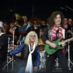 Molnár György gitáros (b) és Kóbor János énekes (k) az Omega együttes fellépésén a Szabadságkoncerten MTI Fotó: Kovács Tamás