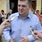 Czibere Károly, az Emberi Erőforrások Minisztériuma (Emmi) szociális ügyekért és társadalmi felzárkózásért felelős államtitkára interjút ad a sajtó munkatársainak a tatabányai Mésztelepen 2014. június 20-án. MTI Fotó: Kovács Tamás