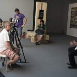 Jakab Csaba kurátor (j) interjút ad a 14. Velencei Nemzetközi Építészeti Biennále magyar pavilonjának kiállítása, az Építés/Building című tárlat megnyitóján 2014. június 5-én. MTI Fotó: Kallos Bea