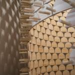 Háromlábú székekből épített torony részlete a 14. Velencei Nemzetközi Építészeti Biennále pánarab pavilonjában a velencei Arzenalén 2014. június 5-én. MTI Fotó: Kallos Bea