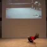 Táncos a 14. Velencei Nemzetközi Építészeti Biennále Monditalia című kiállításán a velencei Arzenalén 2014. június 5-én. MTI Fotó: Kallos Bea