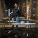 Berszán Zsolt képzőművész Decomposition című kiállításának megnyitóján Velencében 2014. június 6-án. A 14. Velencei Nemzetközi Építészeti Biennále magyar kiállításának kísérőtárlata az emberi test felbomlását kutatja. MTI Fotó: Kallos Bea