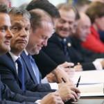 Brüsszel, 2014. június 27.  Orbán Viktor magyar miniszterelnök (b2) az EU-országok állam-, illetve kormányfőinek csúcstalálkozóján Brüsszelben 2014. június 27-én, a találkozó második napján. (MTI/EPA/Pool/Olivier Hoslet)
