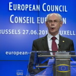 Brüsszel, 2014. június 27.  Herman Van Rompuy, az Európai Tanács elnöke sajtóértekezletet tart az EU-országok állam-, illetve kormányfőinek csúcstalálkozója után Brüsszelben 2014. június 27-én. Az Európai Tanács Jean-Claude Juncker volt luxemburgi kormányfőt jelölte az Európai Bizottság élére. (MTI/AP/Virginia Mayo)
