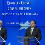 Brüsszel, 2014. június 27.  Herman Van Rompuy, az Európai Tanács elnöke (b) és José Manuel Barroso, az Európai Bizottság elnöke sajtóértekezletet tart az EU-országok állam-, illetve kormányfőinek csúcstalálkozója után Brüsszelben 2014. június 27-én. Az Európai Tanács Jean-Claude Juncker volt luxemburgi kormányfőt jelölte az Európai Bizottság élére. (MTI/AP/Virginia Mayo)