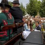 A 189. Anna-bál szépe, a 18 éves balatonfüredi Sulák Martina sétakocsikázásra indul Balatonfüreden 2014. július 27-én. MTI Fotó: Szigetváry Zsolt