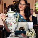 A 18 éves balatonfüredi Sulák Martina, miután megválasztották a 189. Anna-bál szépévé a balatonfüredi Anna Grand Hotelben 2014. július 26-án. MTI Fotó: Mátyus Tamás