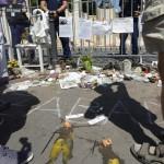 Demonstrálók tojással dobálták meg A német megszállás áldozatainak emlékművét Budapesten, a Szabadság téren 2014. július 20-án. MTI Fotó: Bruzák Noémi