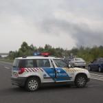 A lezárt M7-es autópálya Balatonfenyvesnél, a táskai pihenőhelynél 2014. július 30-án, ahol felborult és kigyulladt egy üzemanyagot szállító kamion. A Nagykanizsa felé vezető oldalon, a 157-es kilométerszelvényben egy tartályos kamion - eddig tisztázatlan körülmények között - borult fel és gyulladt ki, a jármű vezetője a helyszínen életét vesztette.    MTI Fotó: Varga György