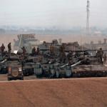 Izraeli katonák Izrael és a Gázai övezet határán 2014. július 10-én. Az izraeli hadsereg július 8-án hadműveletet indított a Gázai övezet ellen a palesztin fegyveresek Izrael elleni rakétatámadásainak leállítására. (MTI/EPA/Abir Sultan)