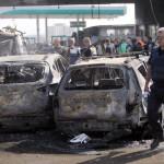 A Gázai övezetből  izraeli területre kilőtt rakéták becsapódásakor megrongálódott személygépkocsik a dél-izraeli Asdódban 2014. július 10-én. Az izraeli hadsereg július 8-án hadműveletet indított a Gázai övezet ellen az ottani palesztin fegyveresek Izrael elleni rakétatámadásainak leállítására. (MTI/EPA/Abir Szultan)