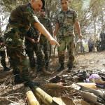 Libanoni katonák rakétákat néznek az izraeli határhoz közeli libanoni El-Mariban 2014. július 11-én. Ezen a napon  két rakétát lőttek ki Libanon déli részéből Izrael felé El-Mariból. A libanoni nemzeti hírügynökség szerint egyelőre nem tudni, ki indította a támadást. Az izraeli hadsereg július 8-án hadműveletet indított a Gázai övezet ellen az ottani palesztin fegyveresek Izrael elleni rakétatámadásainak leállítására. (MTI/EPA)