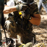 Az ENSZ Ideiglenes Libanoni Erőinek (UNIFIL) egyik spanyol békefenntartó katonája rakétákat fotóz az izraeli határhoz közeli libanoni El-Mariban 2014. július 11-én. Ezen a napon két rakétát lőttek ki Libanon déli részéből Izrael felé El-Mariból. A libanoni nemzeti hírügynökség szerint egyelőre nem tudni, ki indította a támadást. Az izraeli hadsereg július 8-án hadműveletet indított a Gázai övezet ellen az ottani palesztin fegyveresek Izrael elleni rakétatámadásainak leállítására. (MTI/EPA)