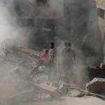 Izraeli rakéták becsapódása nyomán megrongálódott  lakóépület Gázában 2014. július 10-én. Az izraeli hadsereg július 8-án hadműveletet indított a Gázai övezet ellen a palesztin fegyveresek Izrael elleni rakétatámadásainak leállítására. A három napja tartó légi offenzívában eddig legkevesebb 57 palesztin vesztett életét, köztük  legalább hét nő és 14 gyerek.  (MTI/AP/Hatem Musza)