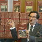 Kerényi Imre miniszterelnöki megbízott a Nemzeti Könyvtár hatodik sorozatában megjelent köteteket bemutató sajtótájékoztatón a Parlamentben 2014. szeptember 16-án. MTI Fotó: Illyés Tibor