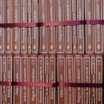 A Nemzeti Könyvtár hatodik sorozatában megjelent kötetek, amelyeket sajtótájékoztatón mutattak be a Parlamentben 2014. szeptember 16-án. MTI Fotó: Illyés Tibor
