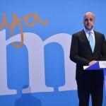 Fredrik Reinfeldt svéd miniszterelnök, a konzervatív Mérsékelt Párt vezetője beszél támogatóihoz Stockholmban 2014. szeptember 14-én, miután vereséget szenvedtek a baloldalra épülő szövetségtől a Svédországban tartott parlamenti választásokon. (MTI/EPA/Henrik Montgomery)