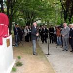 Páva Zsolt, Pécs polgármestere (b) beszél a 145 évvel ezelőtt született Mahatma Gandhi szobrának avatóünnepségén, a Pécsi Tudományegyetem Ifjúság úti botanikus kertjében 2014. október 2-án. Jobbról Malaj Misra, India magyarországi nagykövete (j), Bódis József, a Pécsi Tudományegyetem rektora (j2) és Gábriel Róbert, a Pécsi Tudományegyetem (PTE) Természettudományi Kar (TTK) dékánja (j3). MTI Fotó: Lendvai Péter