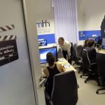 A Nemzeti Média- és Hírközlési Hatóságnak (NMHH) és az Eötvös Loránd Tudományegyetem Bölcsészettudományi Kara együttműködésének eredményeként megvalósult, a legkorszerűbb szoftvereket tartalmazó számítógépekkel felszerelt Új Médiakultúra Kreatív Műhely az egyetem Művészetelméleti és Médiakutatási Intézetében 2014. október 17-én, az átadása napján. MTI Fotó: Máthé Zoltán