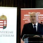 Hende Csaba honvédelmi miniszter a Magyar Honvédség Egészségügyi Központ Róbert Károly körúti épületei új hűtési, illetve fűtési rendszerének átadásán 2014. október 7-én. MTI Fotó: Bruzák Noémi