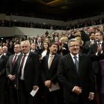 Áder János köztársasági elnök (első sor k), mellette Bronislaw Komorowski lengyel (j2), Milos Zeman cseh (j4) és Andrej Kiska szlovák elnök (j5) elnök, valamint Daniela Schadt, Joachim Gauck német elnök élettársa (j) a lipcsei Gewandhause kulturális központban megrendezett ünnepségen 2014. október 9-én. Áder János államfő Németország szövetségi elnökével és a visegrádi országok államfőivel együtt részt vesz Lipcsében a volt NDK-ban lezajlott békés forradalom 25. évfordulójára rendezett ünnepségeken. MTI Fotó: Bruzák Noémi