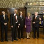Andrej Kiska szlovák (b), Áder János magyar (b2), Milos Zeman cseh (b3), és Bronislaw Komorowski lengyel államfő (b4), Joachim Gauck német elnök (b6) és élettársa, Daniela Schadt (b5), valamint Burkhard Jung polgármester a lipcsei városházán 2014. október 9-én. Áder János államfő Németország szövetségi elnökével és a visegrádi országok államfőivel együtt a volt NDK-ban lezajlott békés forradalom 25. évfordulójára rendezett ünnepségeken vesz részt Lipcsében. MTI Fotó: Bruzák Noémi