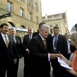 Bronislaw Komorowski lengyel (b), Áder János magyar (b2), Andrej Kiska szlovák (b4) és Joachim Gauck német elnök (k) a lipcsei Steigenberger Hotel előtt 2014. október 9-én. Áder János államfő Németország szövetségi elnökével és a visegrádi országok államfőivel együtt a volt NDK-ban lezajlott békés forradalom 25. évfordulójára rendezett ünnepségeken vesz részt Lipcsében. MTI Fotó: Bruzák Noémi