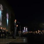 Áder János köztársasági elnök (k) beszédet mond a keletnémet békés forradalom fordulópontjaként számon tartott 1989. október 9-ei lipcsei tömegtüntetés 25. évfordulója alkalmából rendezett megemlékezést záró Fényünnepen Lipcsében 2014. október 9-én este. Balról Joachim Gauck német elnök (b2) és élettársa, Daniela Schadt (b), Bronislaw Komorowski lengyel (b4) és Milos Zeman cseh elnök, valamint Burkhard Jung polgármester (b7). MTI Fotó: Bruzák Noémi