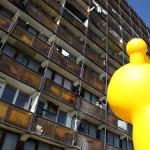 """A veszprémi """"pokoli torony"""" 2014. október 10-én. A Magyar Máltai Szeretetszolgálat 2013 februárjában kezdett és 2015 nyaráig át tartó, 133 millió forint összértékű európai uniós pályázat mellett az elmúlt öt évben csaknem 70 millió forint saját forrást is felhasznált az egykor munkásszállónak használt épület állapotának javítására. MTI Fotó: Nagy Lajos"""