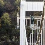 Az Erzsébet híd és a Szent Gellért-szobor 2014. november 20-án. Ötven éve, 1964. november 21-én adták át a II. világháború alatt megsemmisült, majd újjáépített hidat a közforgalomnak. MTI Fotó: Szigetváry Zsolt