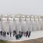 A Szamos-Kraszna-közi árvízszint-csökkentő tározó avatásának résztvevői Tunyogmatolcs határában 2014. november 7-én.MTI Fotó: Balázs Attila