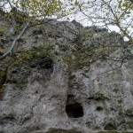 A salgótarjáni Pécs-kő sziklájába faragott kőfülkék 2014. november 5-én. A védetté nyilvánított magyarországi kaptárkövek közé sorolt Pécs-kő északi sziklafalán 4 fülke található, amelyből egy a bükkaljai fülkékkel megegyező alakú, kettő viszont fekvő formátumú. MTI Fotó: Komka Péter