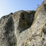 Középen kőfülkék a Hegyeskő-tető kaptárkövén Demjén közelében 2014. november 5-én. A védetté nyilvánított magyarországi kaptárkövek közé sorolt Hegyeskő-tetőn öt, egymástól elkülönülő kaptárkő található. MTI Fotó: Komka Péter