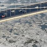 2012. február 8. Zajlik a Duna Budapestnél, az Erzsébet híd alatt. MTI Fotó: Földi Imre