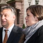 Orbán Viktor miniszterelnök lányával, Sárával megérkezik a Családi Vállalkozásokért Alapítvány (Stiftung Familienunternehmen) rendezvényre a németországi Baden-Badenben 2014. november 21-én. (MTI/EPA/Patrick Seeger)