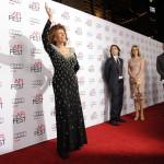 Sophia Loren olasz színésznő a tiszteletére rendezett estélyre érkezik egyik fia, ifjabb Carlo Ponti karmester (j3) és felesége, Mészáros Andrea magyar hegedűművész társaságában az Amerikai Filmintézet, az AFI fesztiválján a Los Angeles-i Dolby Színházba 2014. november 12-én. (MTI/AP/Invision/Jordan Strauss)