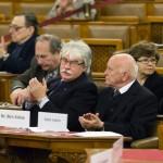 Szakály Sándor, a Veritas Történetkutató Intézet főigazgatója és Bíró Zoltán, a Rendszerváltás Történetét Kutató Intézet és Archívum főigazgatója (az első sorban, b-j) a nyilasok által 70 éve kivégzett Bajcsy-Zsilinszky Endre emlékére rendezett ülésen a Parlamentben 2014. december 13-án. MTI Fotó: Mohai Balázs