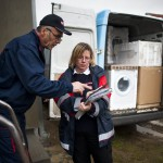 Sáhóné Lajkó Zsuzsanna, a szeretetszolgálat vészhelyzetkezelési programkoordinátora adminisztrálja a háztartási gépek kiszállítását a szerbiai Obrenovacban 2014. december 10-én. Kályhát, mosógépet, hűtőszekrényt, tűzhelyet kapott 105 szerb család a Magyar Máltai Szeretetszolgálattól a Belgrádhoz közeli településen, amelyet a legsúlyosabban érintettek a májusi pusztító árvizek. MTI Fotó: Marjai János
