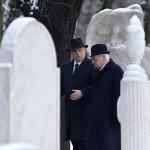 Orbán Viktor miniszterelnök és Boross Péter korábbi kormányfő, a Nemzeti Emlékhely és Kegyeleti Bizottság elnöke (j) a Kozma utcai zsidó temető első világháborús hősi parcellájának felújítása alkalmából tartott megemlékezésen 2015. január 26-án. MTI Fotó: Koszticsák Szilárd