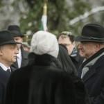 Orbán Viktor miniszterelnök (b) és Ilan Mor, Izrael budapesti nagykövete (j2) a Kozma utcai zsidó temető első világháborús hősi parcellájának felújítása alkalmából tartott megemlékezésen 2015. január 26-án. MTI Fotó: Koszticsák Szilárd
