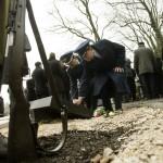 Résztvevők a Kozma utcai zsidó temető első világháborús hősi parcellájának felújítása alkalmából tartott megemlékezésen 2015. január 26-án. MTI Fotó: Koszticsák Szilárd