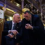 Budapest, 2015. január 18. Ilan Mor izraeli nagykövet és Heisler András, a Magyarországi Zsidó Hitközségek Szövetségének elnöke a pesti gettó felszabadításának 70. évfordulója alkalmából tartott megemlékezésen a Dohány utcai zsinagógában 2015. január 18-án. MTI Fotó: Marjai János
