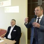 Lantos Csaba, egészségügyi befektetéseiről ismert üzletember (b) sajtótájékoztatón beszél Budapesten, a Róbert Rendelőintézetben 2015. január 12-én. A tájékoztatón bejelentették, hogy a Róbert Károly Magánkórház megvásárolta a Telki Kórház Kft. Budakeszi úton található rendelőintézetét, amelyet Róbert Rendelőintézet néven működtet tovább. Balról Kovács Gábor, az ország első magánkórházának, a Telki Magánkórháznak az alapítója. MTI Fotó: Soós Lajos
