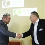 Lantos Csaba, egészségügyi befektetéseiről ismert üzletember (b) és Kovács Gábor, az ország első magánkórházának, a Telki Magánkórháznak az alapítója kezet fog a  sajtótájékoztatón Budapesten, a Róbert Rendelőintézetben 2015. január 12-én. A tájékoztatón bejelentették, hogy a Róbert Károly Magánkórház megvásárolta a Telki Kórház Kft. Budakeszi úton található rendelőintézetét, amelyet Róbert Rendelőintézet néven működtet tovább. MTI Fotó: Soós Lajos