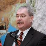 Fazekas Sándor földművelésügyi miniszter beszédet mond a Tapolcai-tavasbarlang látogatóközpontjának avatásán 2015. január 20-án. MTI Fotó: Nagy Lajos